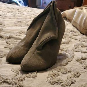 Suede Grey booties w heel